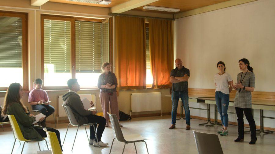 Workshop zur Optimierung von bestehenden Fassadenbegrünungen zusammen mit ProjektpartnerInnen, Schüler und Lehrer der HTL, sowie Hersteller von Begrünungssystemen